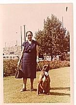Boxer Aron mit meiner Oma Maria